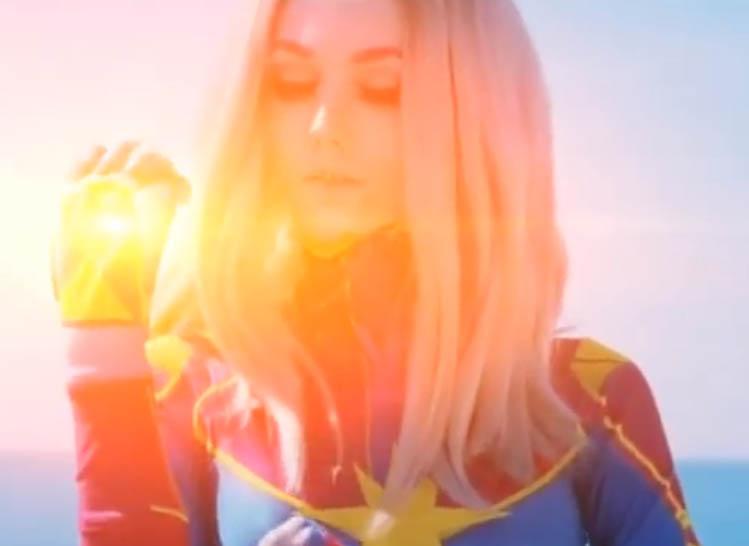 captain marvel comics cosplay